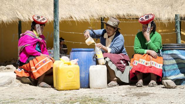 Women selling chicha