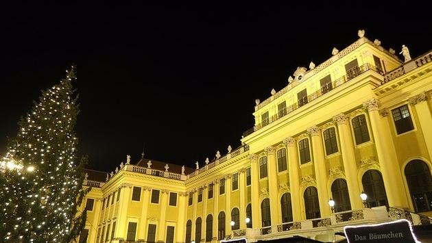 Schonbrunn Palace, Vienna, with Christmas market