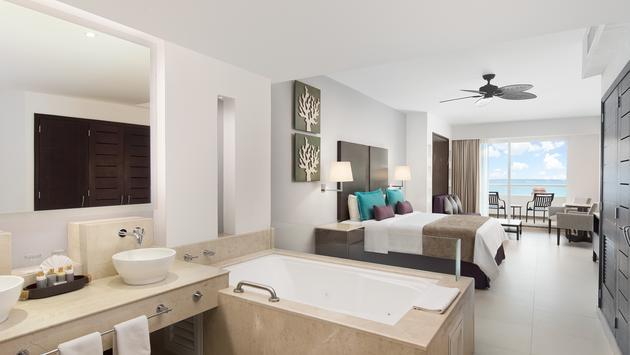 Ventus at Marina El Cid Spa & Beach Resort Cancún Riviera Maya king bed suite