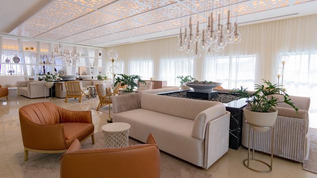 Le Blanc Spa Resort Cancun's Renovated Lobby Bar.
