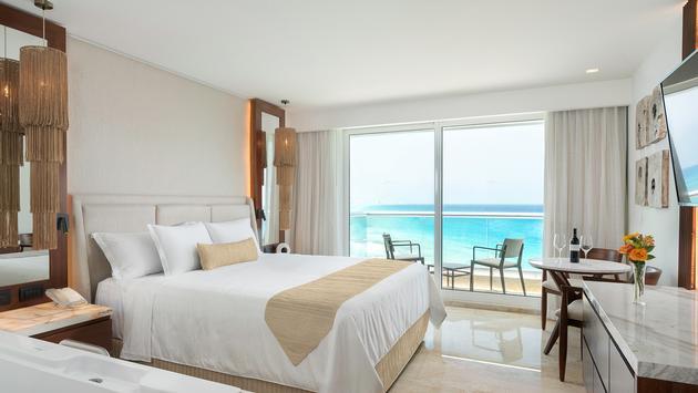 Deluxe Oceanview Suite, Sun Palace