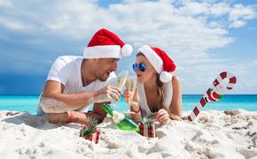 Travelers at the beach for the holidays