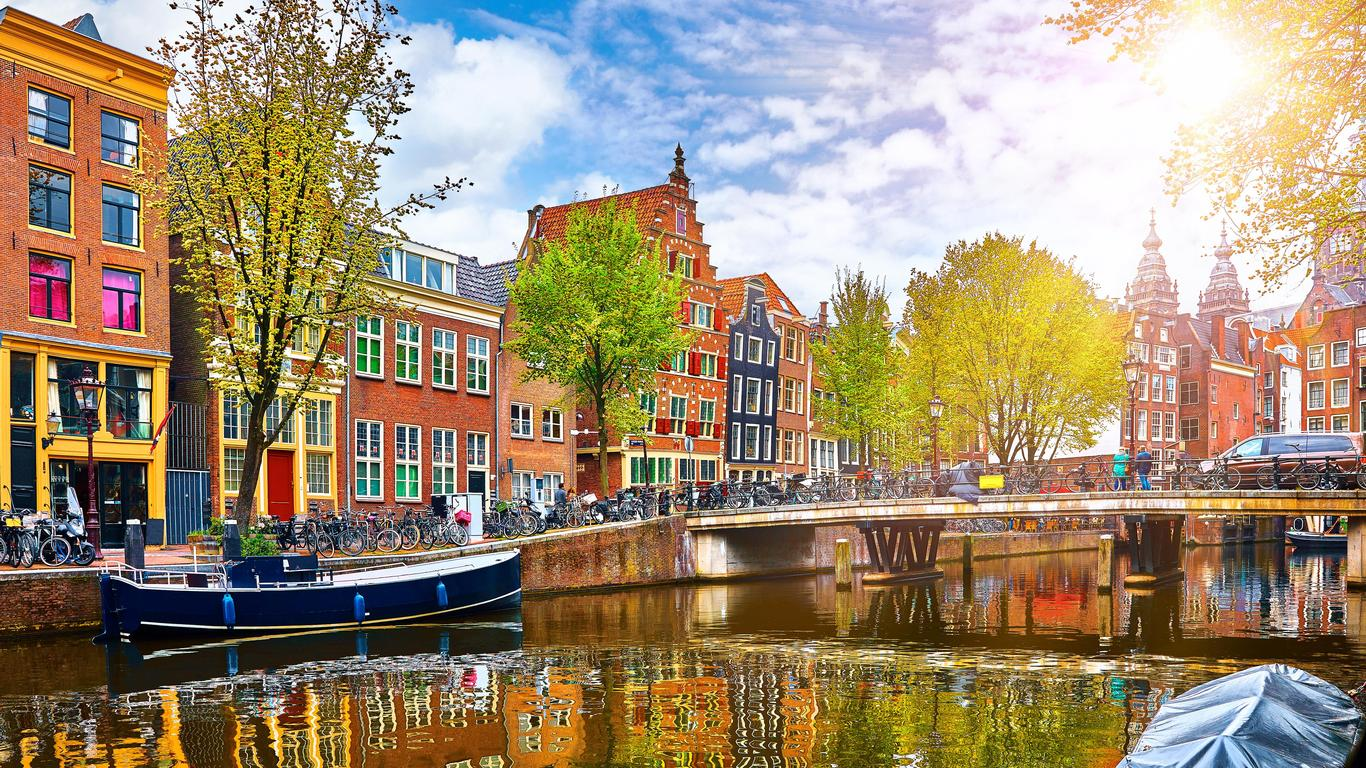 Amsterdam: A City Where You Choose the Experience