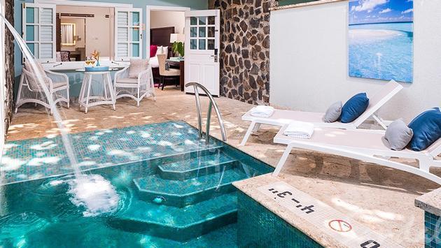 Beachfront Honeymoon Butler Room: Sandals Halcyon Beach