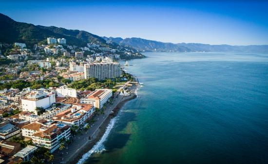 Los hoteles de Puerto Vallarta tienen autorización para operar al 50% de su capacidad