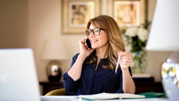 Travel advisor on the phone