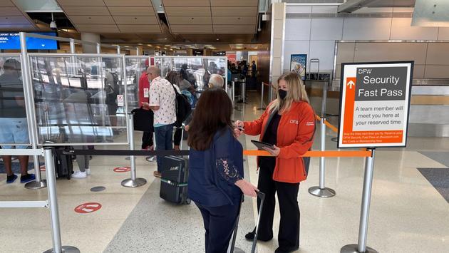 El objetivo de este programa piloto será brindar a los clientes opciones que resulten en la reducción de tiempos de espera. (photo: DFW Airport)