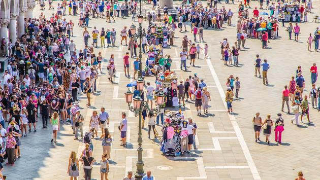 The crowd, St. Mark's Square in Venice