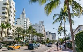 People and traffic along Collins Ave in Miami, Florida