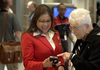Delta gate agent helping customer using a Nomad handheld device