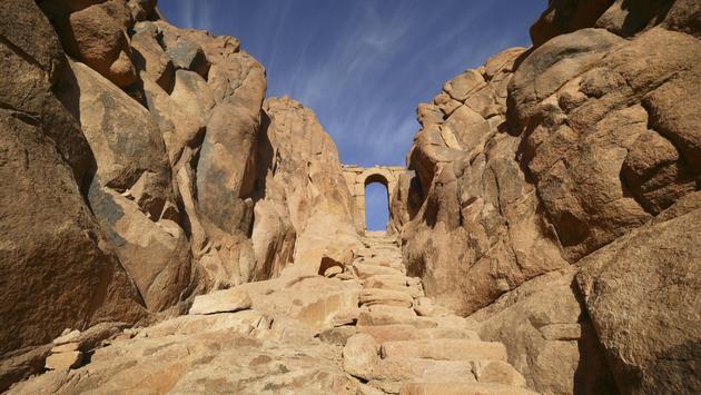 Footpath to Sinai mountain