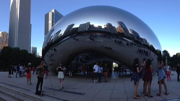 The famed Chicago 'Cloud Gate' sculpture