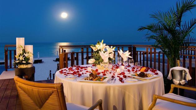 Cena romántica a la luz de la luna. (foto cortesía del hotel Andaz Mayakoba)