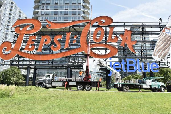 Pepsi Temporarily Adding JetBlue Logo to Iconic NYC Sign