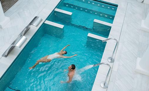 Hydrotherapy treatments at Excellence Oyster Bay spa.