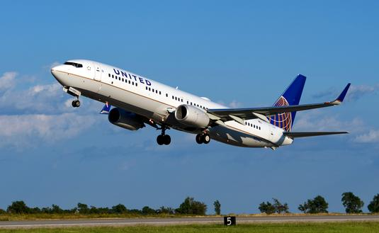 United Airlines' Boeing 737 taking off.