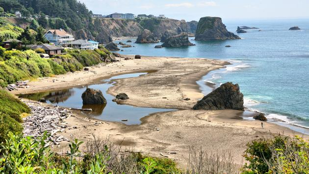 Rocky coastline in Brookings, Oregon