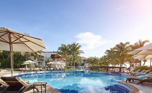 Desire Riviera Maya Pearl Resort Pool
