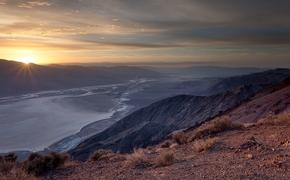 The panoramic landscape from Dante's View in Death Valley includes the Badwater Basin salt flats.