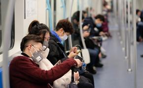 People wearing surgical masks on the subway in Shanghai