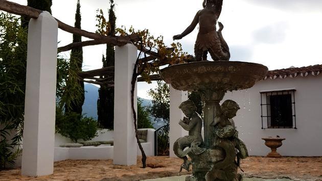 Statue outside of Cortijo el Carligto.