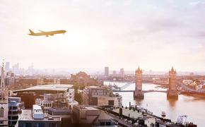 PHOTO: Travel to London by flight (photo via anyaberkut / iStock / Getty Images Plus)