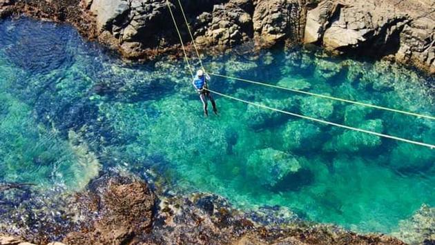 El Coasteering combina el senderismo, escalada, buceo y rapel. (Foto de Discoverensenada.mx)