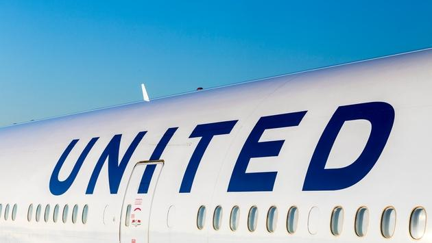 United Airlines ditches plan to replace bonuses with lottery