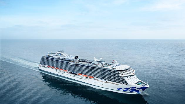 Crucero Regal Princess en un mar en calma
