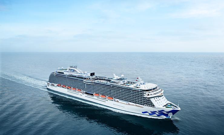 Crucero Regal Princess en un mar en calma