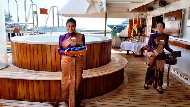 A SeaDream Yacht Club Welcome