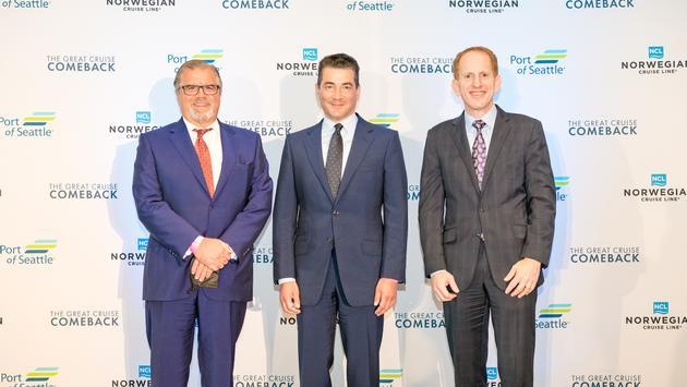 Слева направо: Фрэнк Дель Рио, доктор Скотт Готлиб и Гарри Соммер.