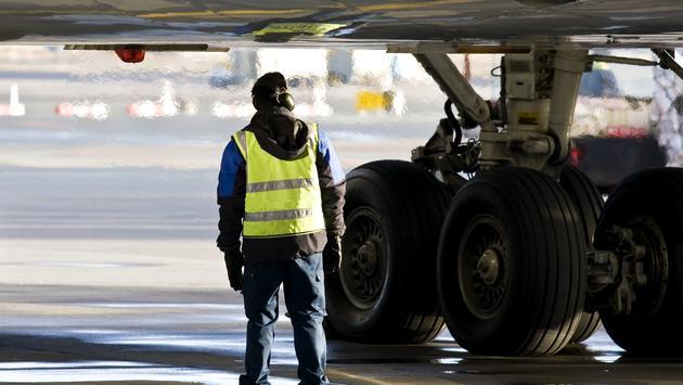 ground crew, runway, airport worker