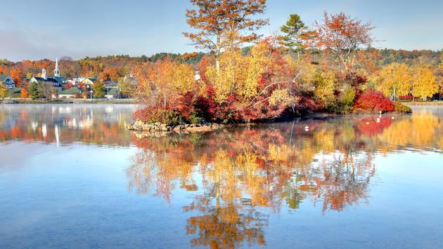 Autumn foliage along the shores of Lake Winnipesaukee in Meredith, New Hampshire.