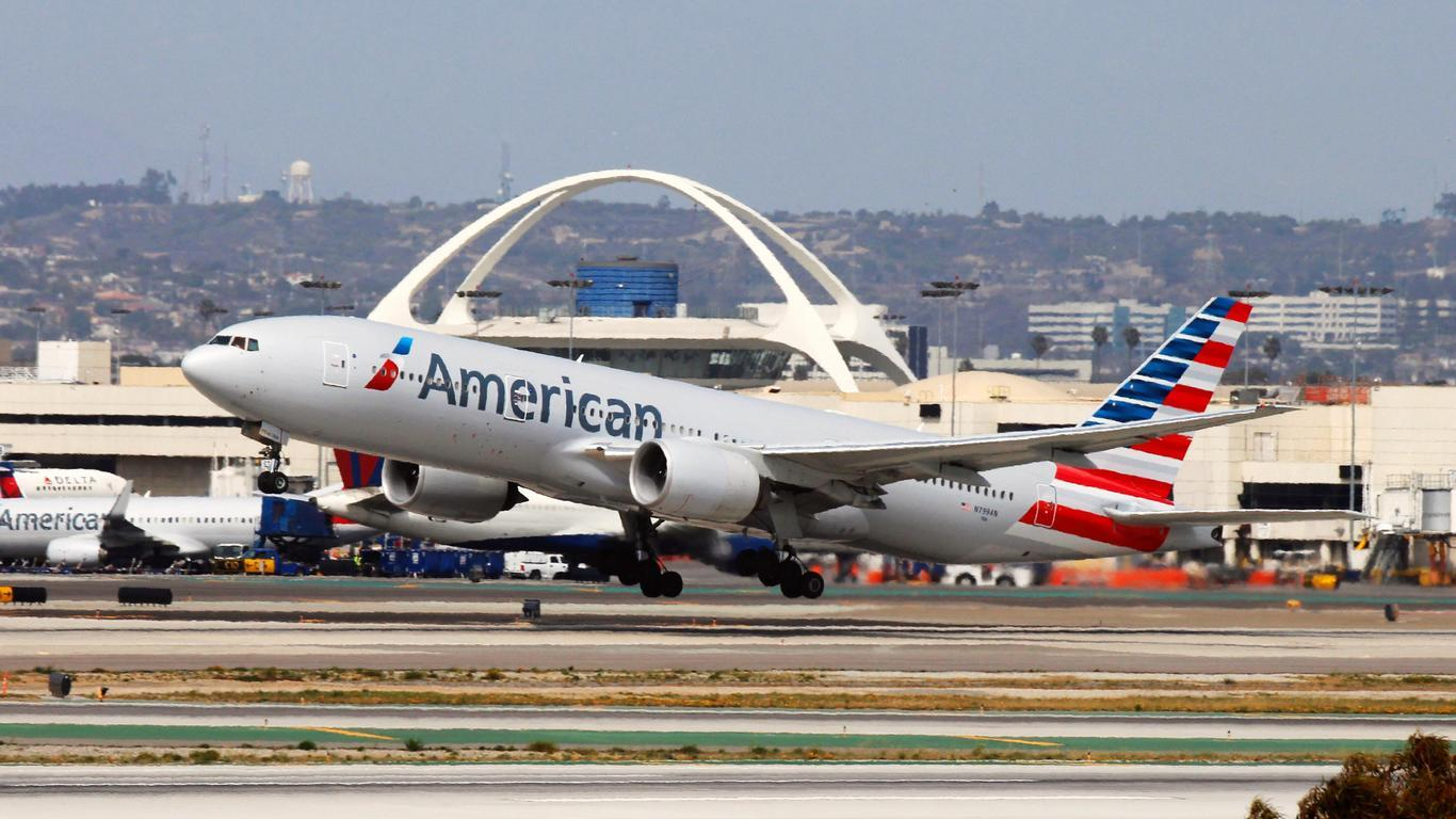 Passenger Says American Airlines Flight Attendant Repeatedly Punched Him in the Face