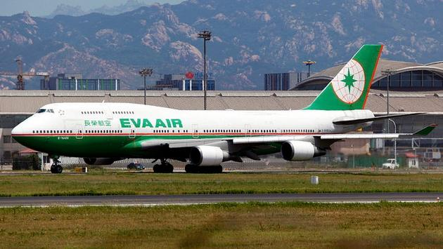 An EVA Airways Boeing 747-45E
