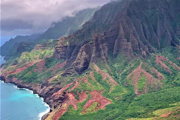 Experiencing Hawaii by Air on Helicopter Tours