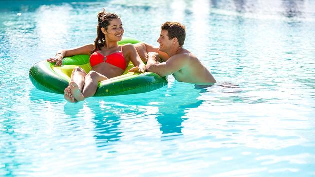 Panama Jack Cancun Couple
