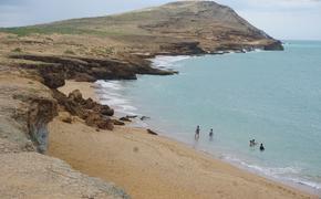 beach at Pilón de Azúcar in Cabo de la Vela