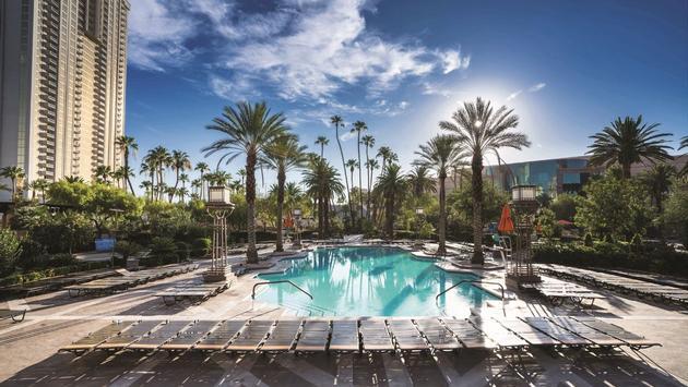 The Signature Pool at MGM Grand