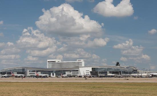 El Aeropuerto Internacional de DFW contribuye al transporte de mexicanos a Estados Unidos . (Foto de DFW)