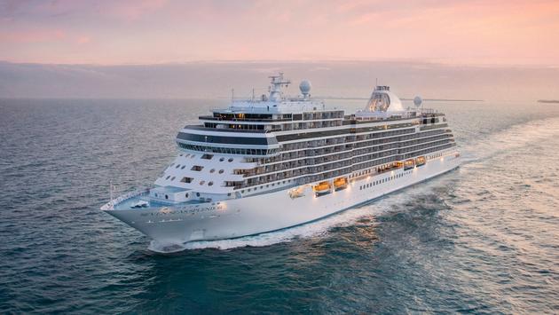 Seven Seas Splendor at sea