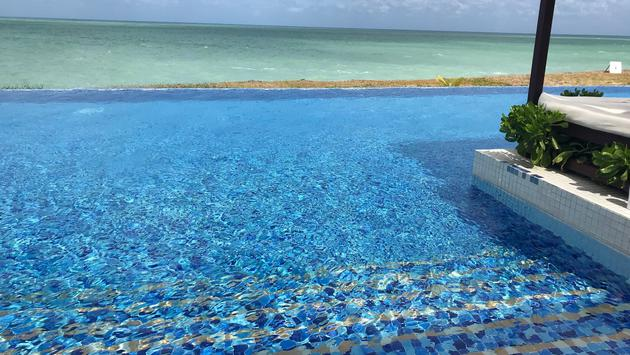 Piscine à débordement du Ocean Vista Azul