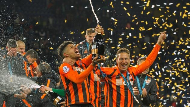 FC Shakhtar footballers celebrate victory