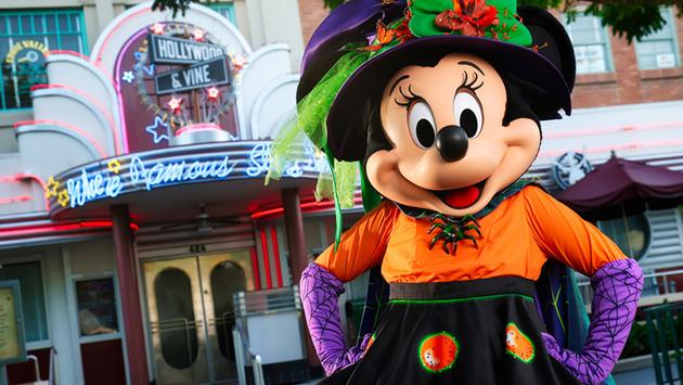 Minnie outside Hollywood & Vine