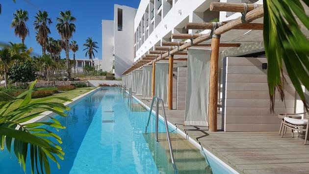 Pools for the Paradisus Los Cabos Resort's swim-up suites.