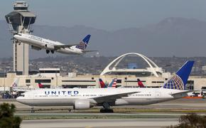 United Airlines planes at LAX