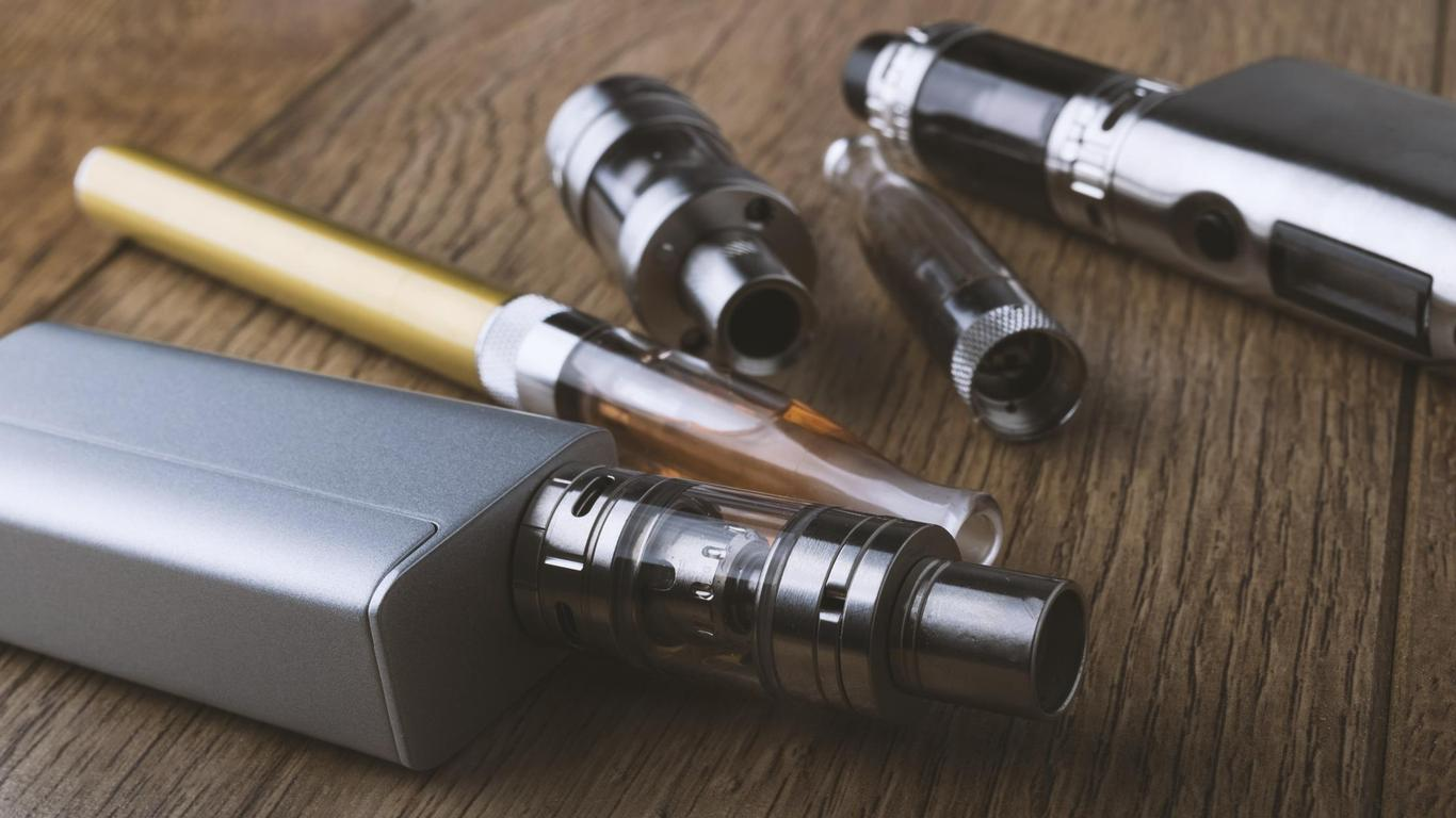 Flight Attendants Union Asks FAA to Ban Vaping and E-Cigarettes on Planes