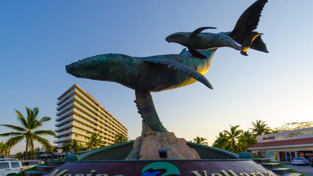 Esculturas adornan Puerto Vallarta. (Foto de eme-media)