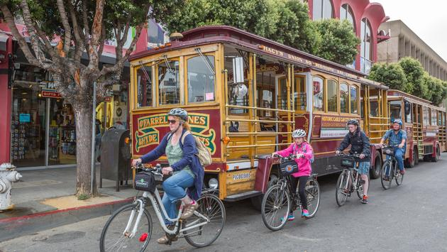 Family of tourists with bike rentals in San Francisco